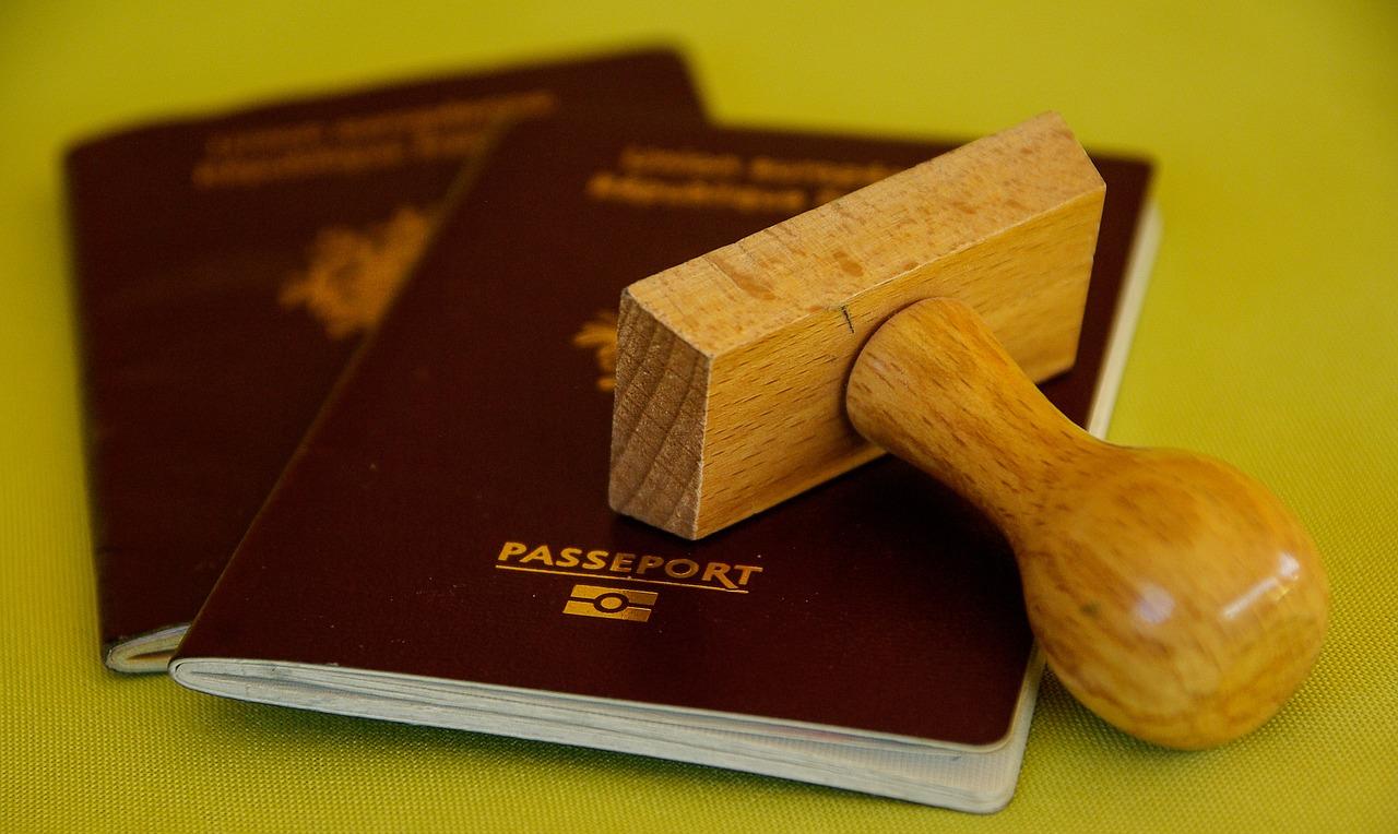Kini, Lebih Cepat dan Hemat Membuat Paspor Sendiri