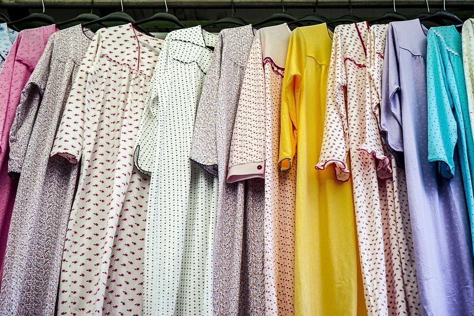 Mengenal Berbagai Jenis Pakaian Wanita Selain Batik