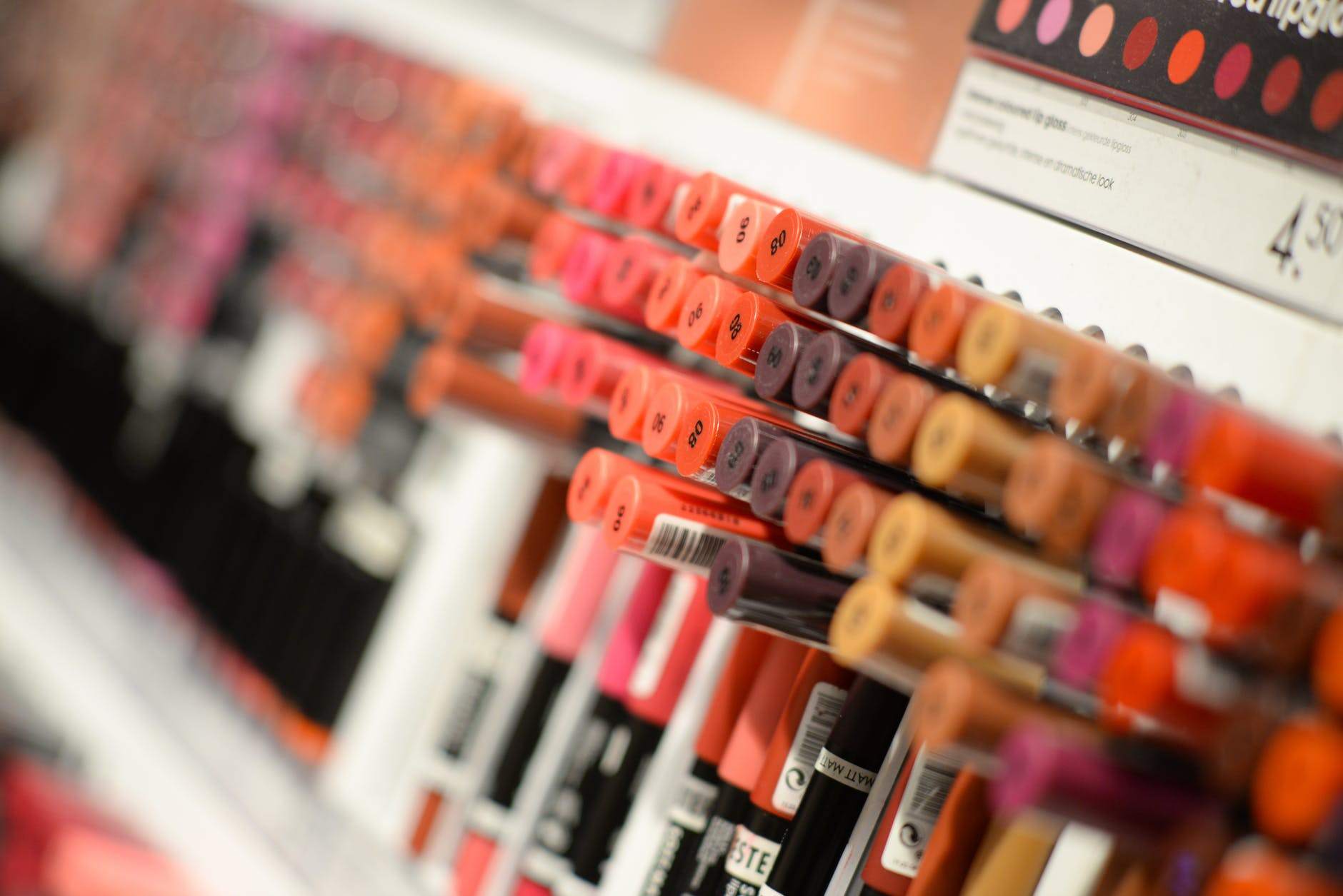 Tips Memulai Bisnis Jualan Lipstik dan Macam-Macam Jenis Produknya